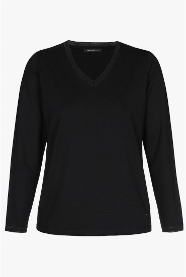 Black, long-sleeved T-shirt with V-neck